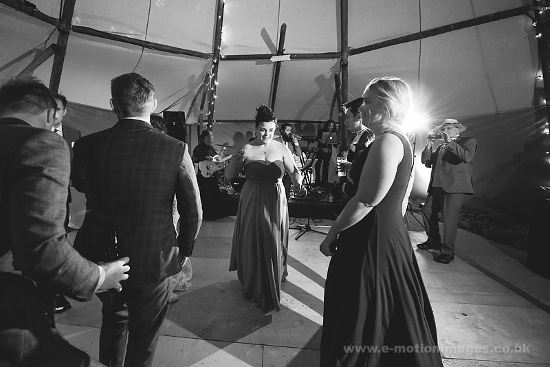 Sarah_and_Matt_160618_421B&W_web_res.JPG