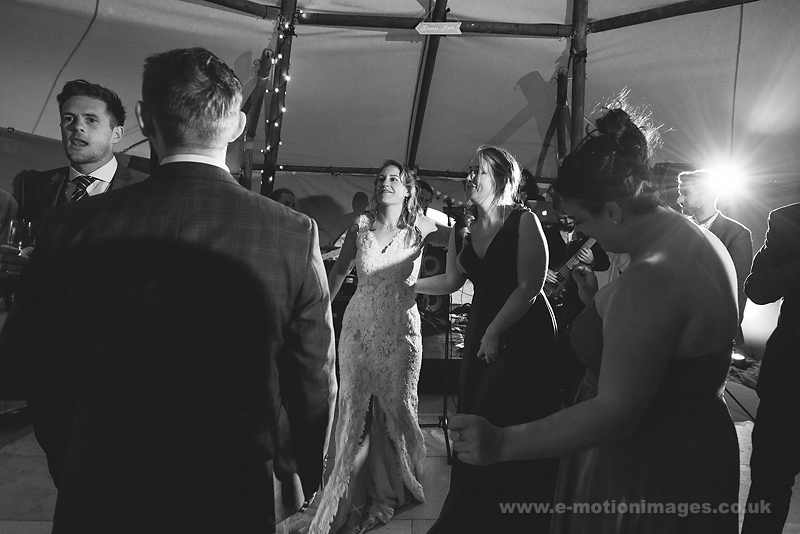 Sarah_and_Matt_160618_426B&W_web_res.JPG