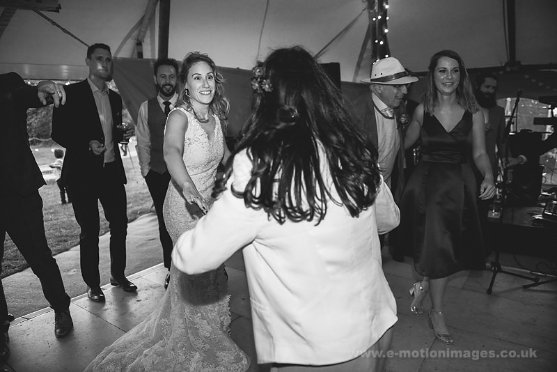 Sarah_and_Matt_160618_427B&W_web_res.JPG