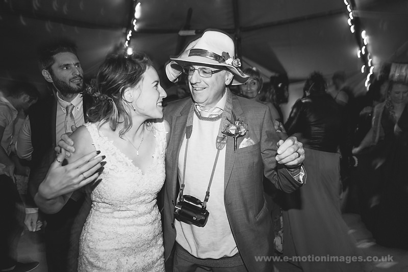 Sarah_and_Matt_160618_527B&W_web_res.JPG
