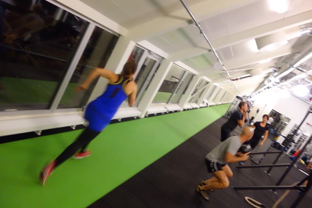 Fantastiskt gym i en gammal lada på högsta våningen med skön känsla och en lång löpbana! :)