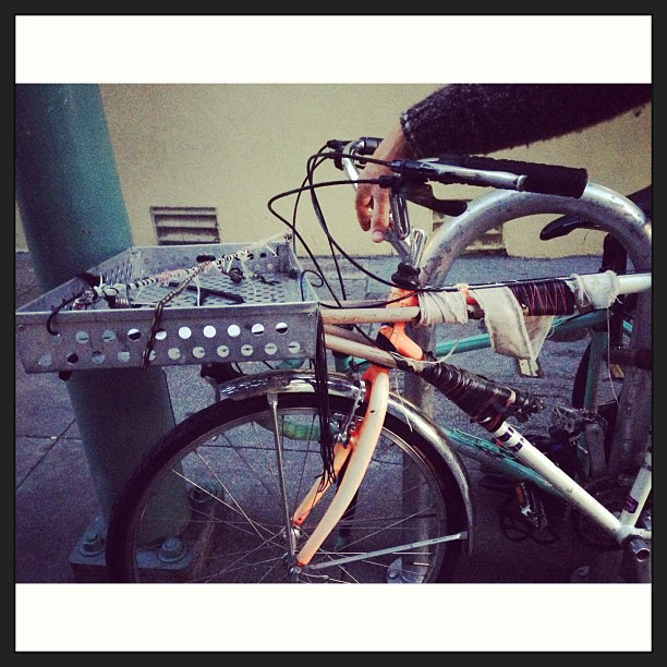 Spotted DIY frame mounted rack. To good. #oakland.