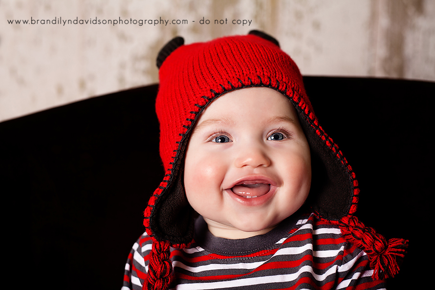 happy-baby-with-red-hat-in-tri-cities-tn-by-photographer-brandilyn-davidson-photography.jpg