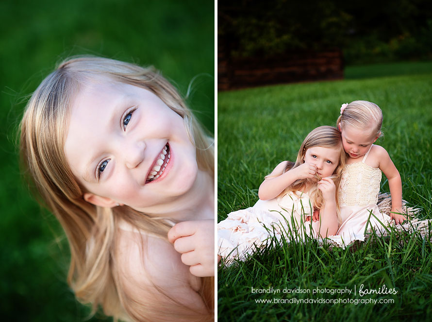 deweese-sister-sitting-in-grass-on-8.27.13-in-bristol-va-by-photographer-brandilyn-davidson-photography.jpg