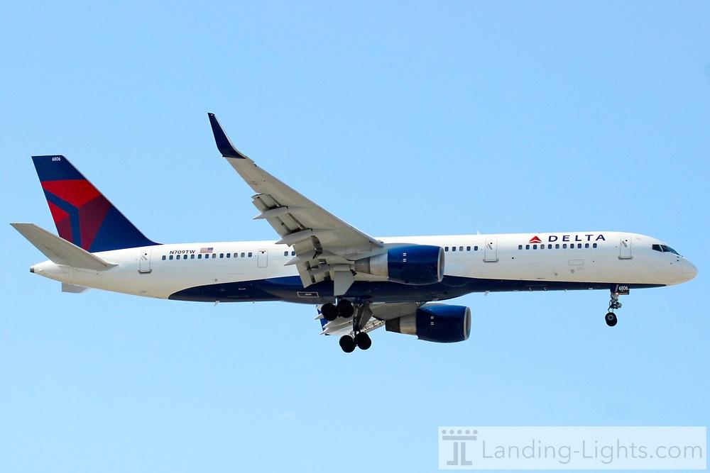 Delta 757 Lands 31L