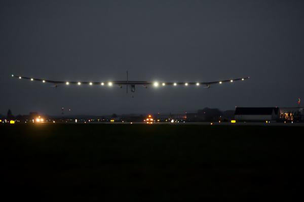 Check out all those landing lights! Image © Solar Impulse | Revillard | Rezo.ch