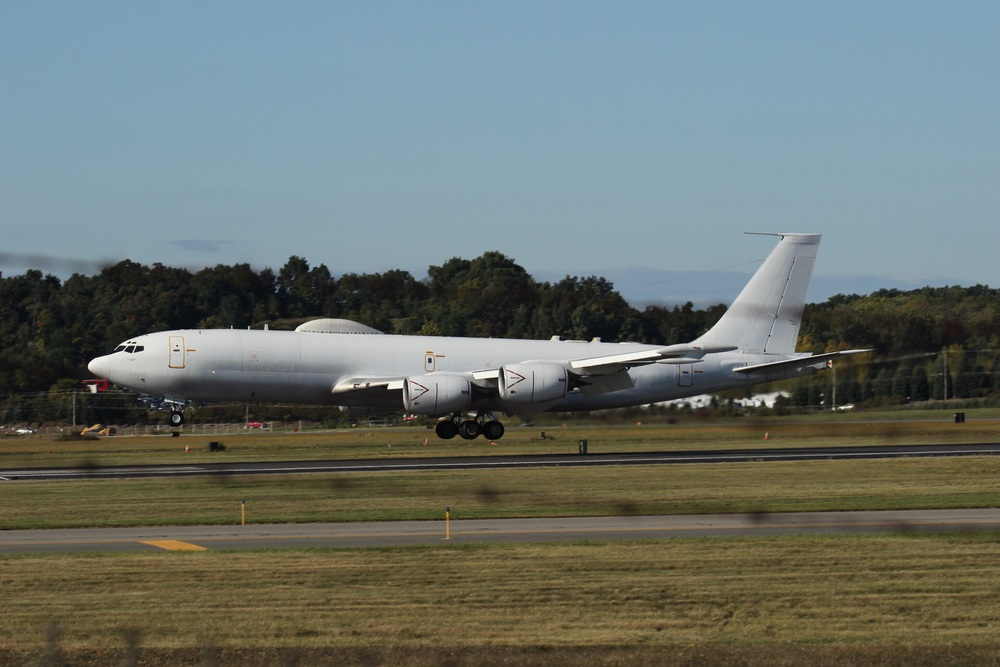 A UDMS Navy E-6 Mercury swung by for a couple touch-and-goes.