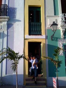 LA CASA ESTRECHA IN OLD SAN JUAN, PUERTO RICO Known in English as The Narrow House (fittingly), this two-story building is only five feet wide. It stretches 36 feet back, however, and is a popular stop for tourists in Puerto Rico.