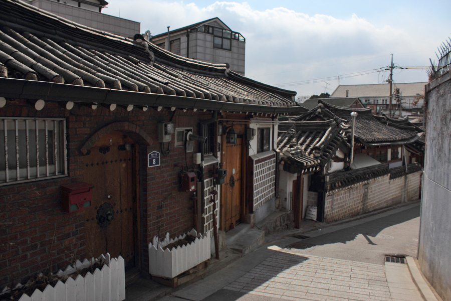 7Bukchon alley 4.JPG