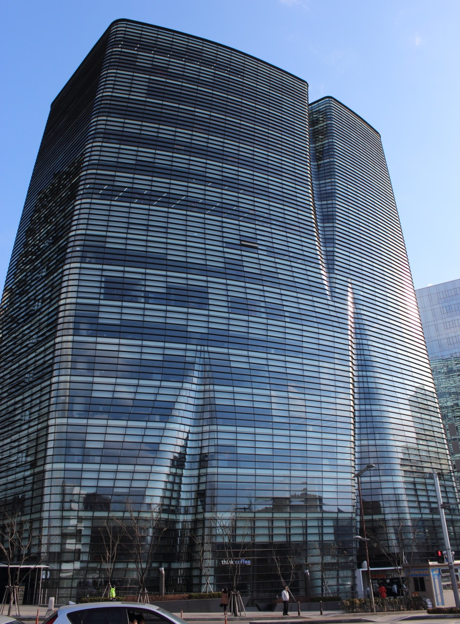 24Bukchon Skyscraper.JPG