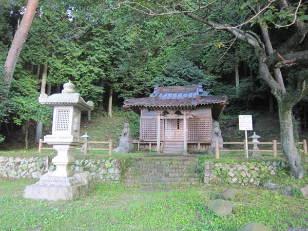 A lakeside pagoda