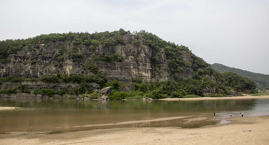 Hahoe Cliff and River.jpg