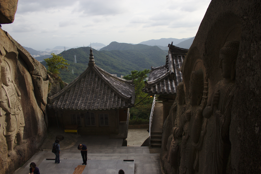 Seokbul_Temple_Busan.jpg