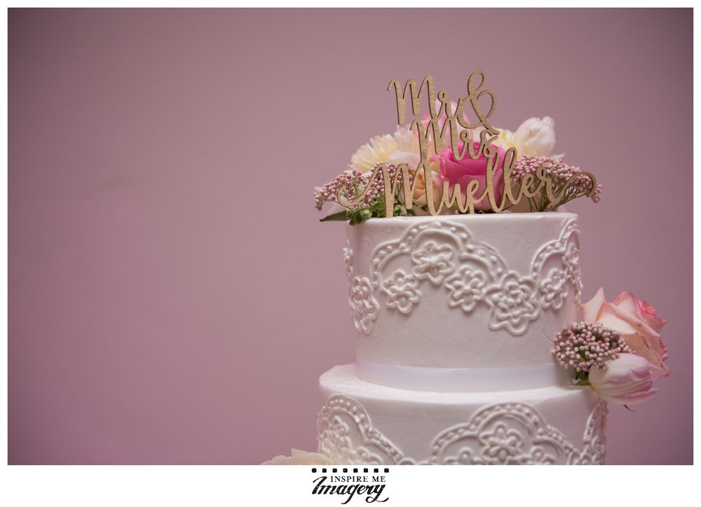 The gold cake topper complimented the pinks so beautifully.
