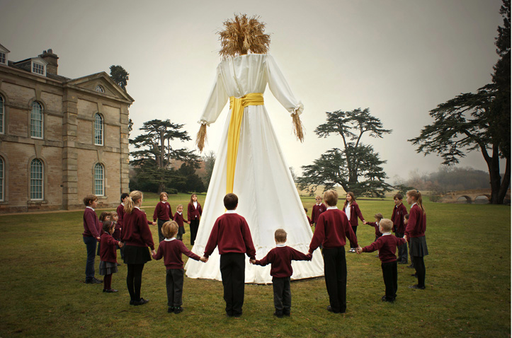 Faye Claridge, photograph of  Kern Baby  encircled by local schoolchildren, 2015