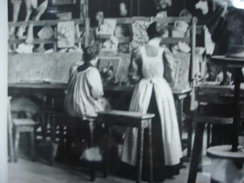Modelling class at Birmingham School of Art, c.1900-1910.