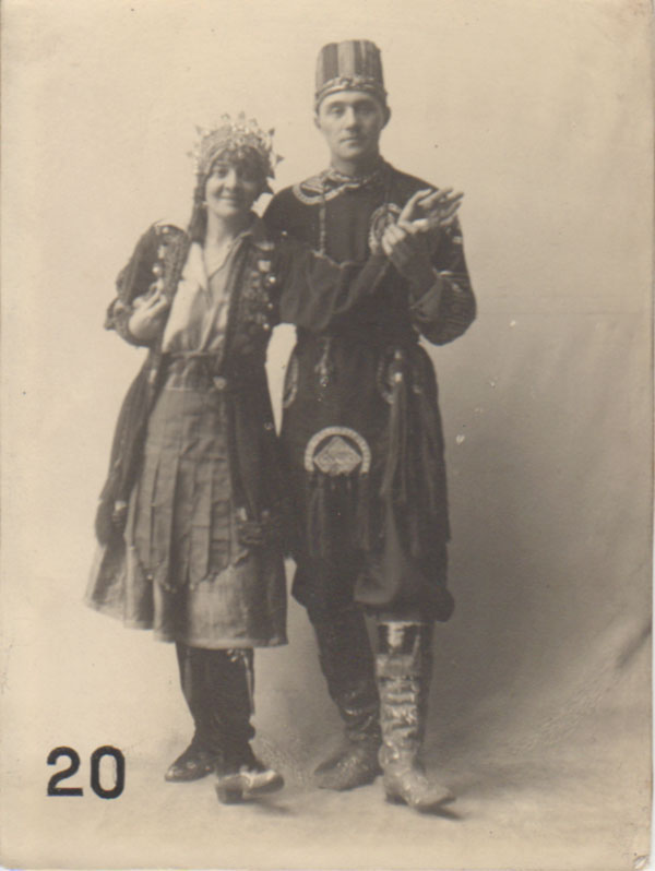Dorothy Carleton Smyth and Alex Milne in fancy dress, GSAA.P.1136