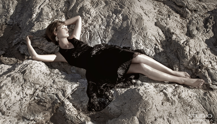 %22 reclining in the rocks 2%22 © 2013 heather rhodes studio petronella all rights reserved neweb.jpg