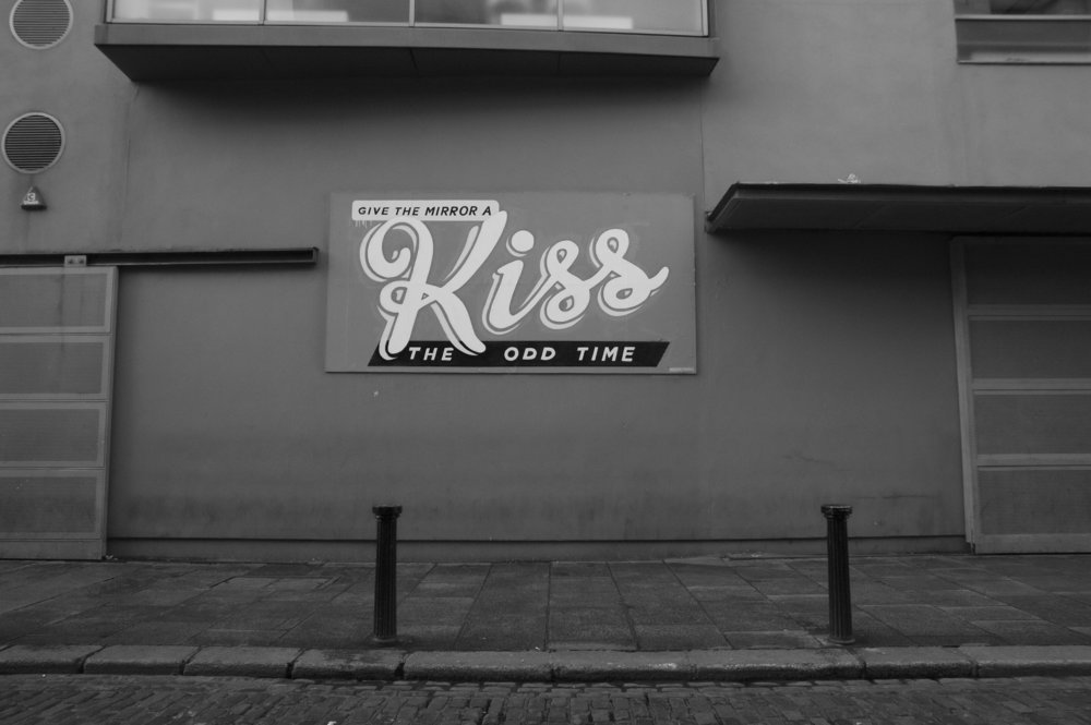 give-the-mirror-a-kiss-the-odd-time-dublin-maser