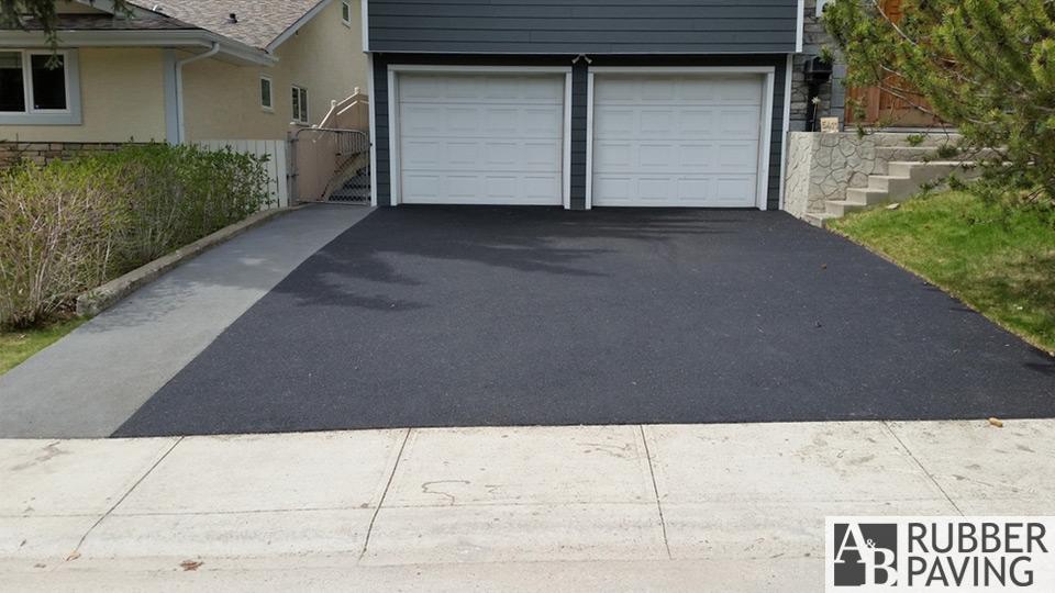 Sidewalk & driveway - Grey & black