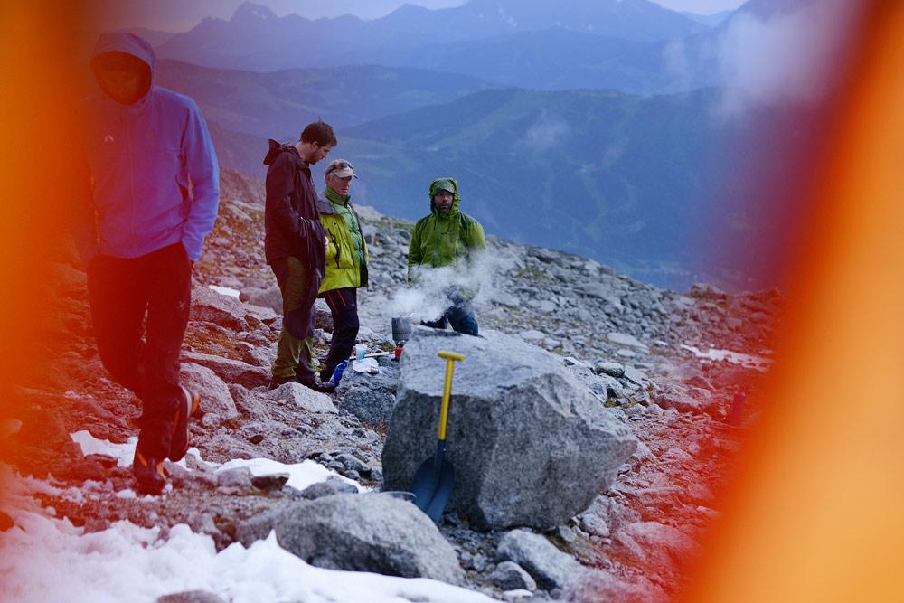 LYOFOOD-Arcteryx-Alpine-Academy-bivy-night-003.jpg