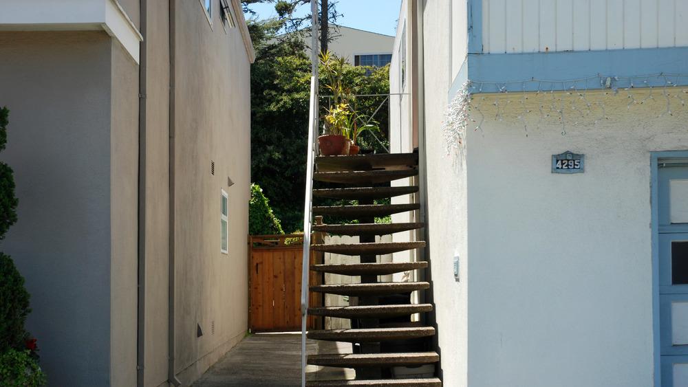 Petulia -  The Mendoza Residence
