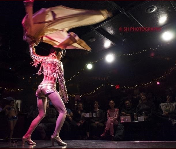 Diamondback Annie at Monday Night Tease - photo by Samuel Prudencio (2).jpg