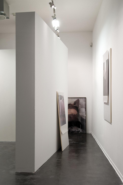 Real Estate, Ausstellungsansicht, Zephyr – Raum für Fotografie Mannheim, © Susa Templin; Courtesy Galerie Thomas Rehbein, Foto: rem, Carolin Breckle