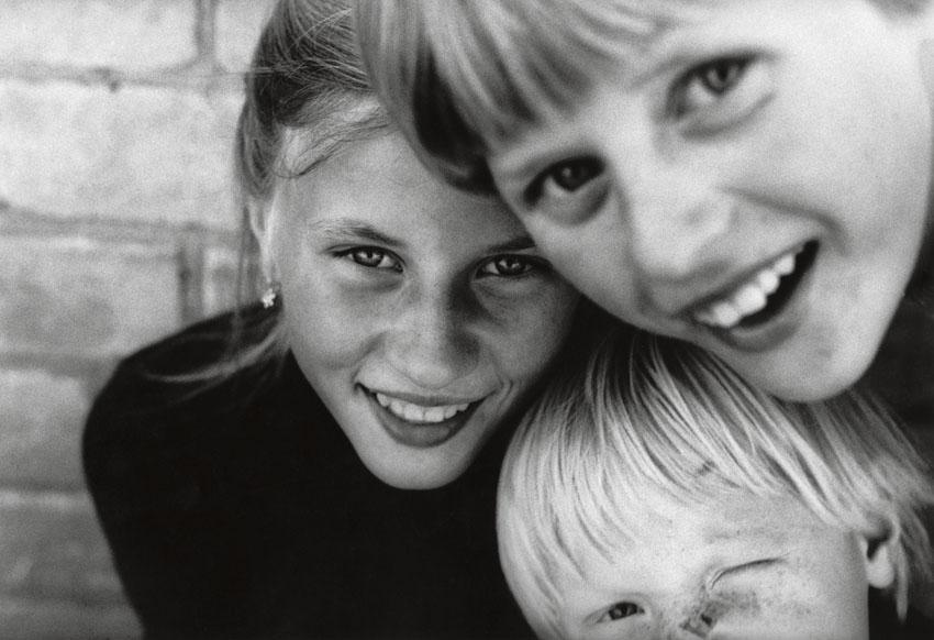 Edition Rimaldas Vikšraitis 2 Sisters Silbergelatine-Print 24 x 30 cm, 1985/2018 signiert und nummeriert Auflage 10+2AP