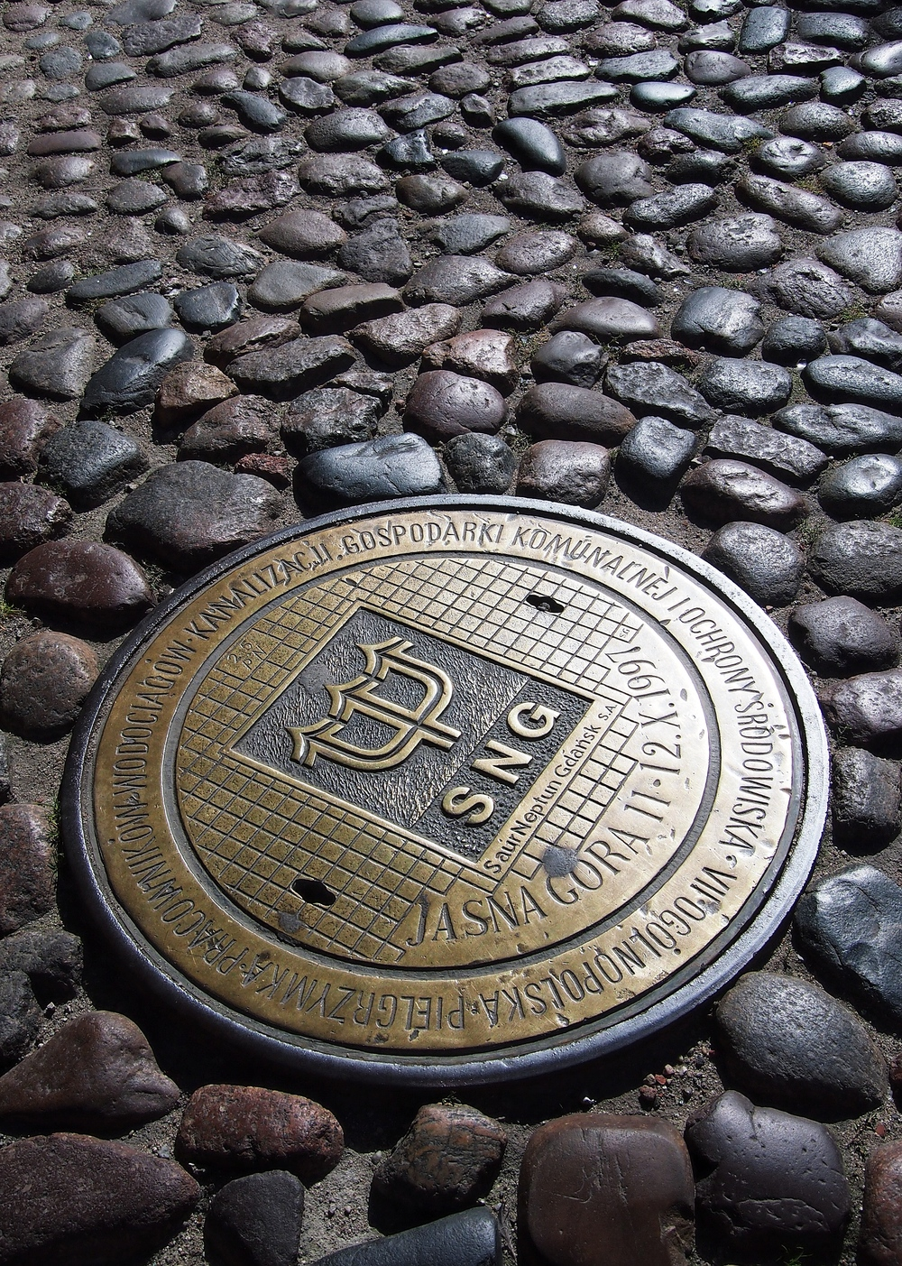 Gdańsk  : Public Works Pilgrimage Plaque (manhole cover)