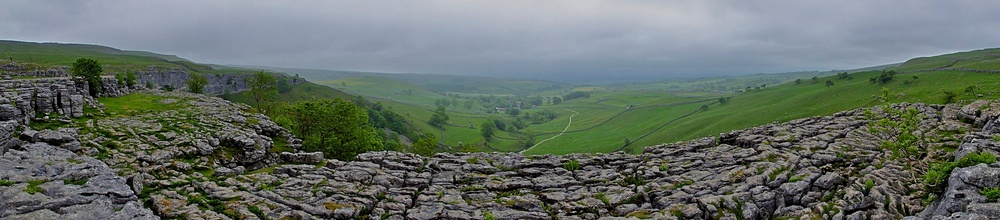 Malham Cove: Pavement