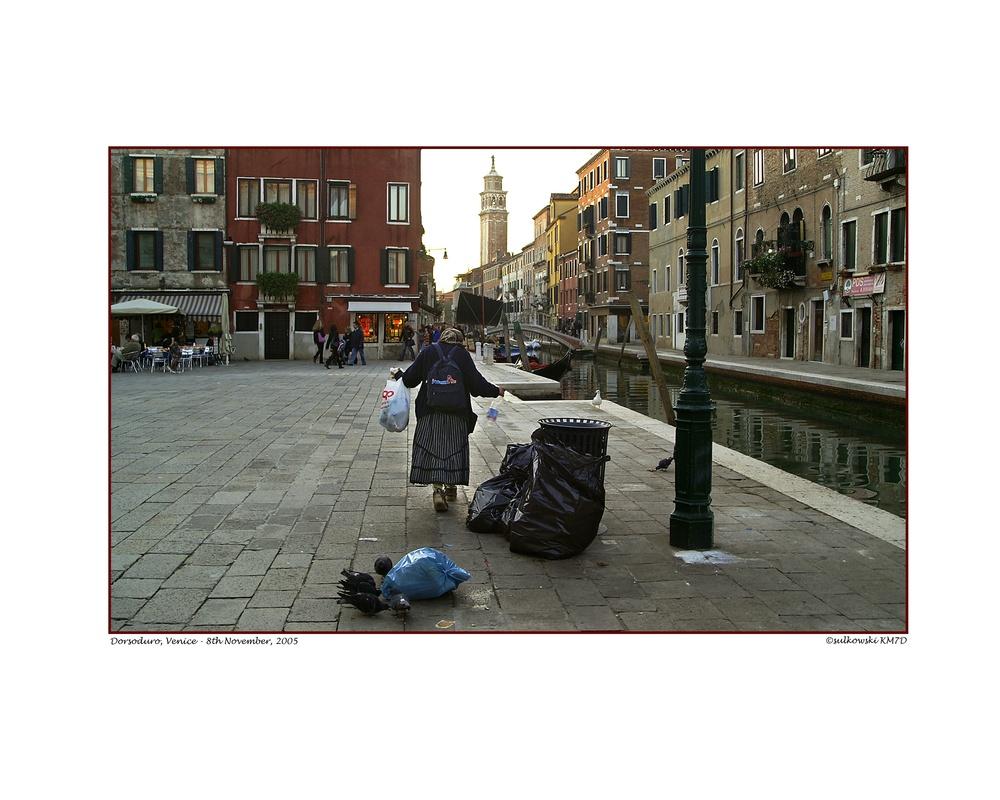 Bag Lady Dorsoduro_Venice.jpg