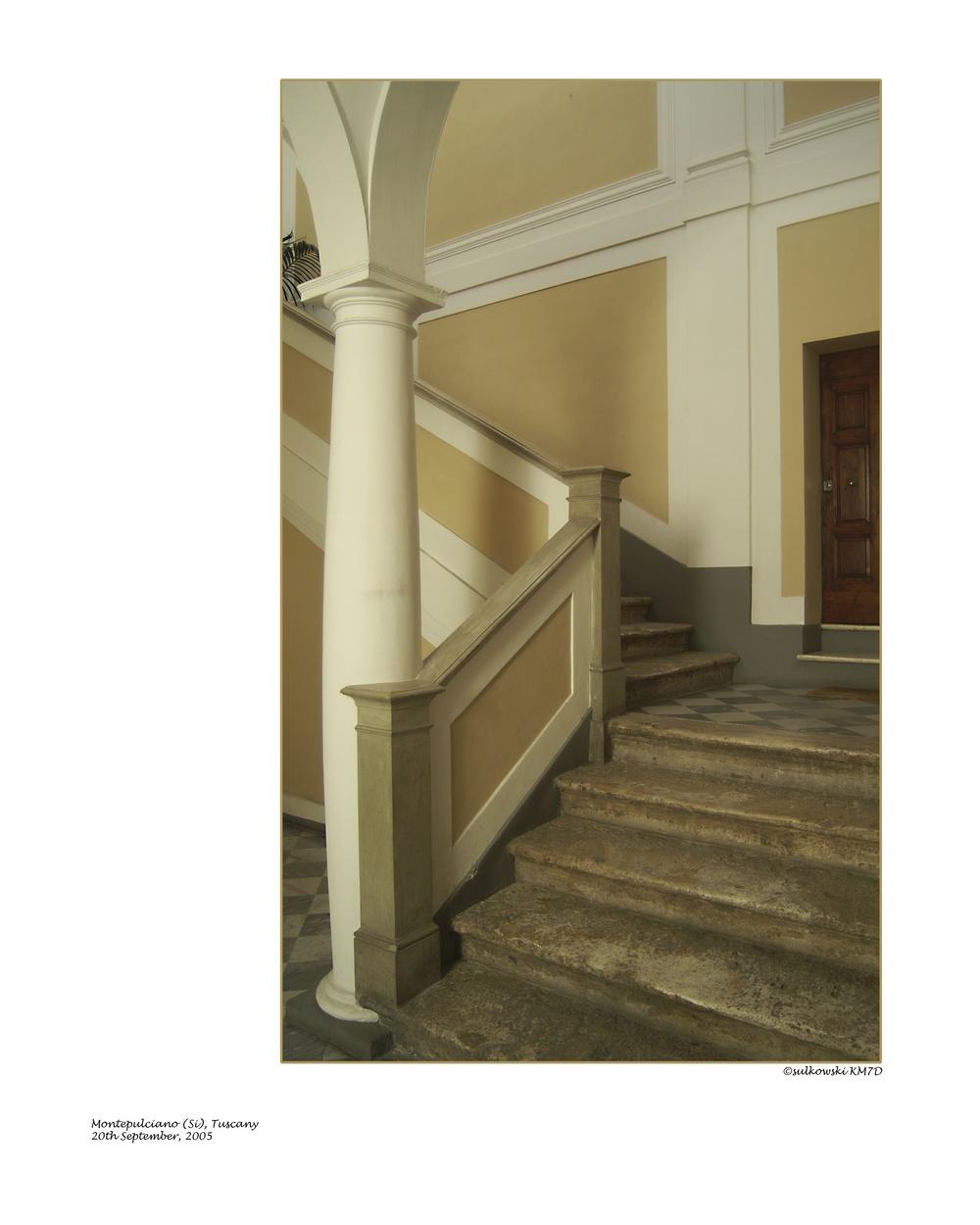 Montepulciano steps.jpg