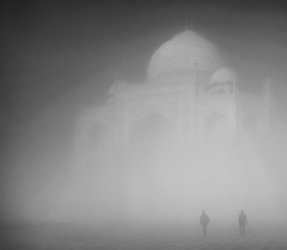 Taj Mahal at sunrise (Fuji X100)