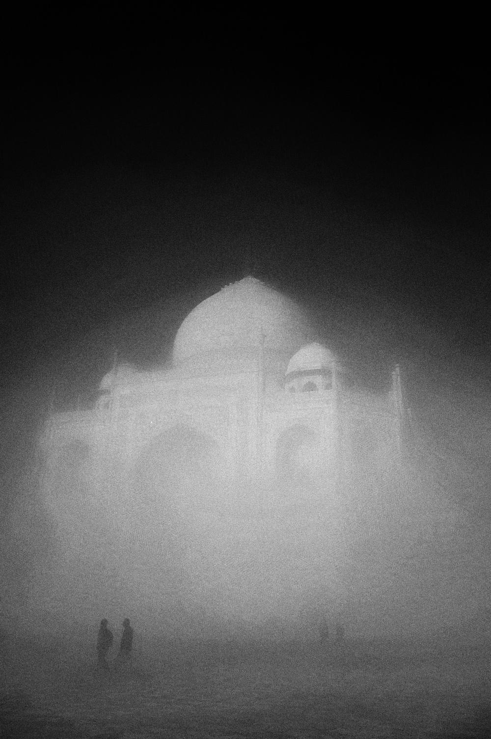 Taj Mahal Day2 14 B&W.jpg