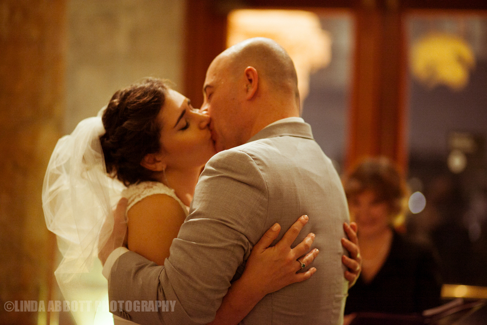 NHM_wedding_kiss_lindaabbottphotography.jpg
