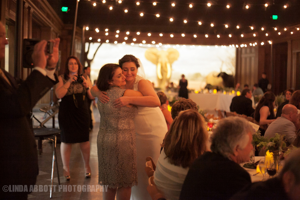 NHM-mamahug_wedding_LindaAbbott.jpg