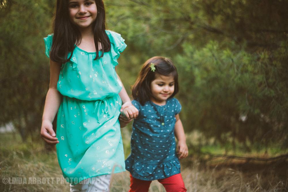 LindaAbbottPhotography_sisters.jpg