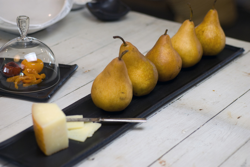 pears on tray kitchen 2.jpg