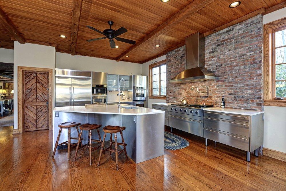 20 Island - Kitchen 034.jpg