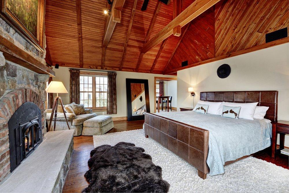 20 Island - Master Bedroom 100 - brighter.jpg