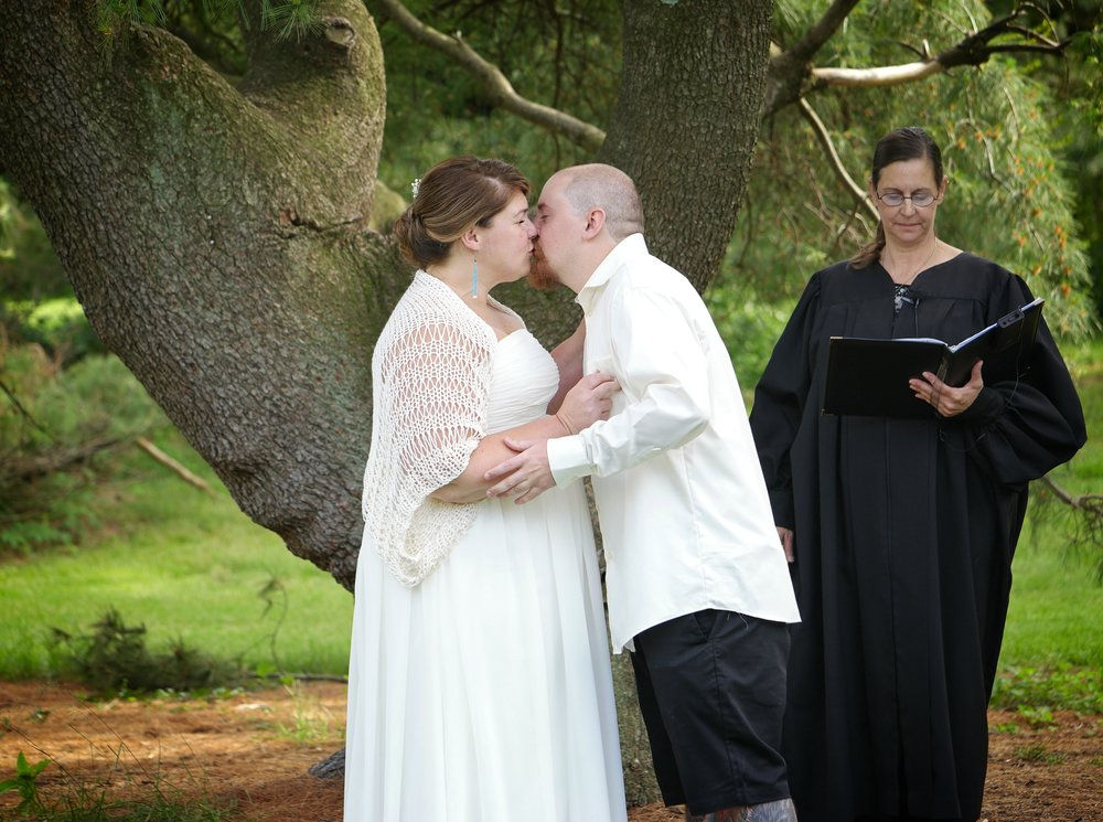 Wedding - Alter Kiss 1239.jpg