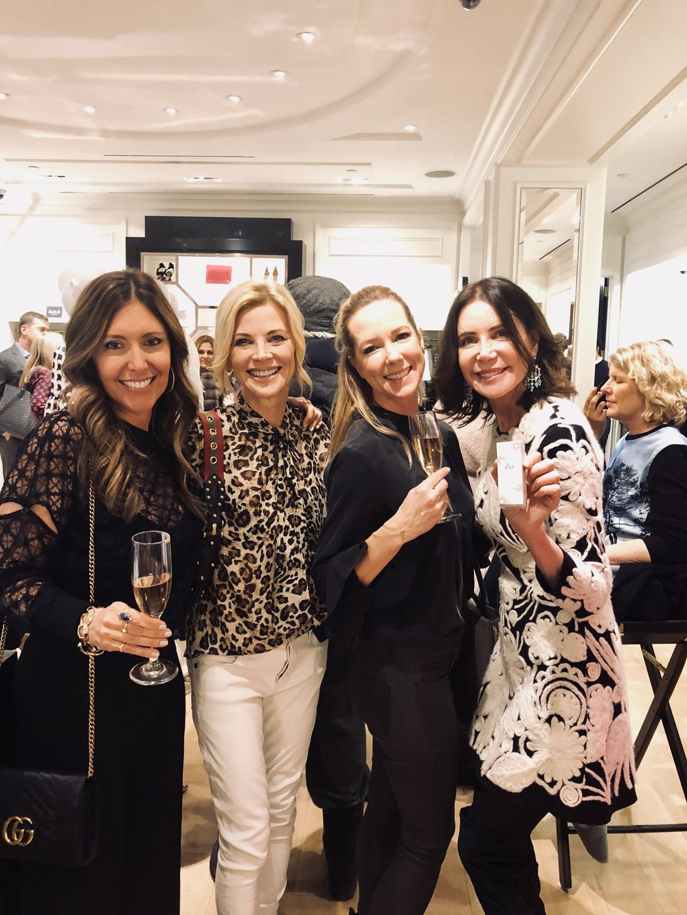 Janet Gunn ,  Amy Nobile ,  Lois Robbins
