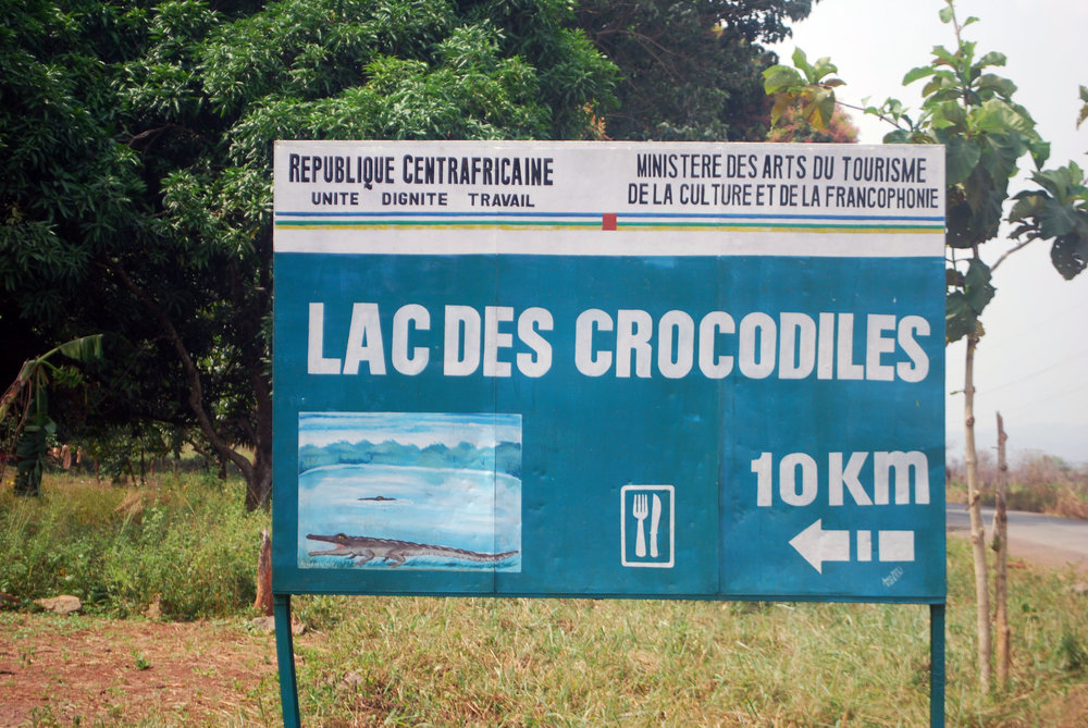 The sign indicating the turn-off to Lac des Crocodiles.