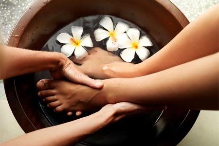 Een voetmassage duurt 30 min en kost 25 euro. Maak hier een afspraak.