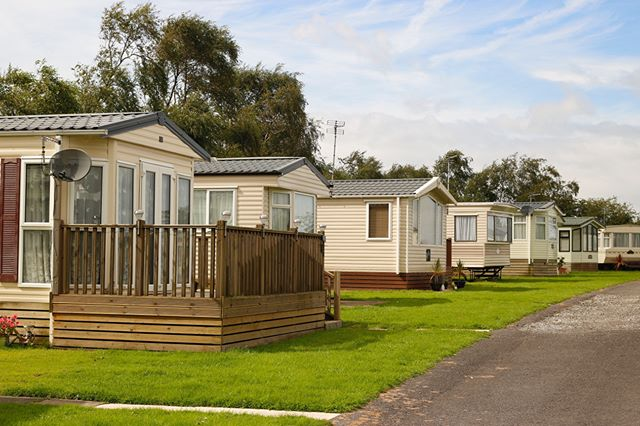 Eastham Hall Holiday Park is a great location less than a mile and a half from Lytham Centre. Perfect for static Holiday Homes. #caravanpark #holidayhomeslytham #holidayhomes #statics #familyoutdoors #familyholidaysuk #stayinlytham #holidaysuk