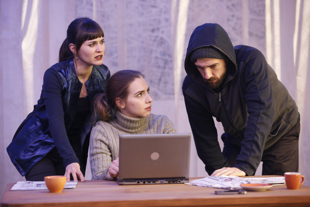 Photo of PlayCo.'s production of Abyss at Theaterlab.