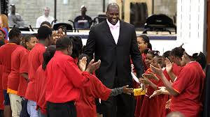 (Observe as Shaq moves through the room, his view of everything goes unaffected.)