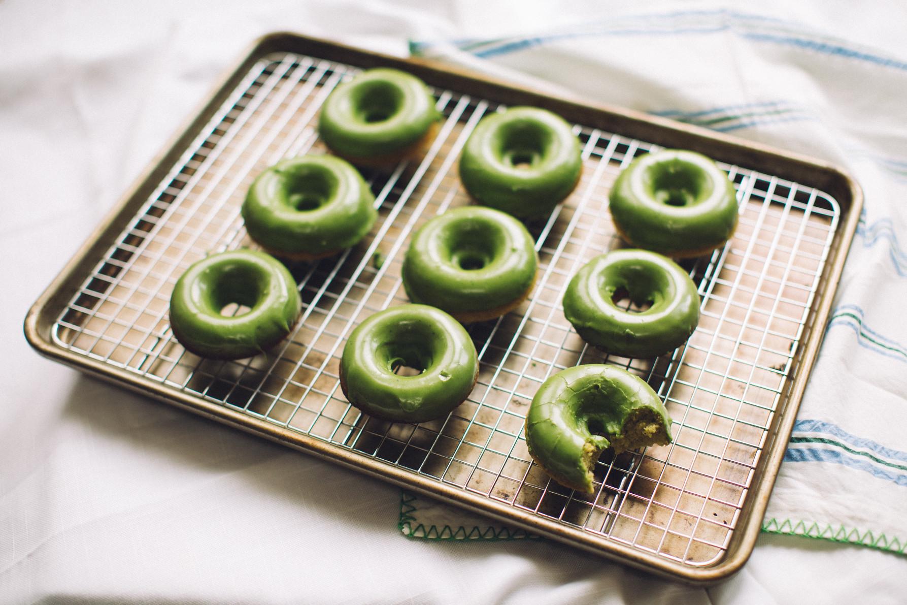matcha green tea baked donuts