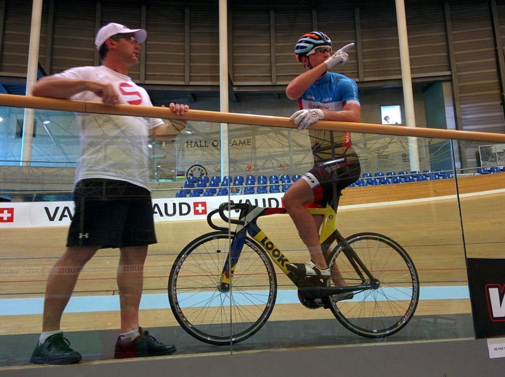 Alex and Stefan discuss best lines on the UCI 200 m track in Aigle, Switzerland